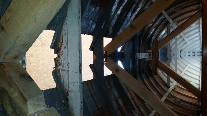 ... la cathédrale n'a plus de faîte, sur 1,5 mètre ...